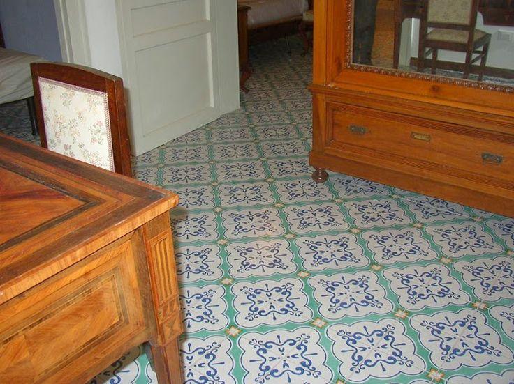 Pavimento con Maioliche Decorate a Mano COMED Ceramiche
