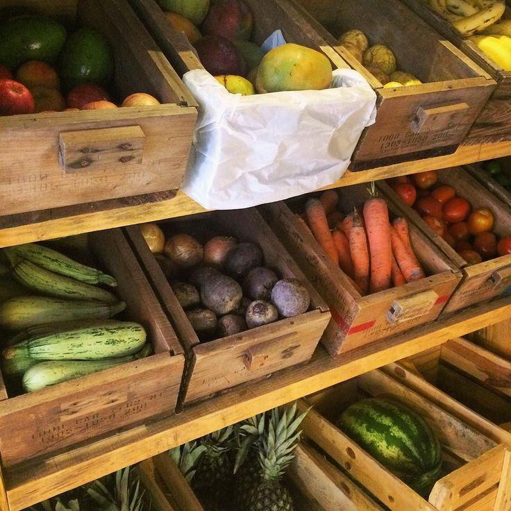Bom dia galera!! Nosso estoque cheio de frutas e legumes fresquinhos pra começar a semana com tudo!! Ingredientes de qualidade para fazer os melhores sucos saladas e sanduíches pra vcs!! #bomdia #frutas #legumes #emporio #qualidade #saúde #healthy #eatclean #natural #saudavel #havaianosmd #campobelo #vemconhecer by havaianos.md