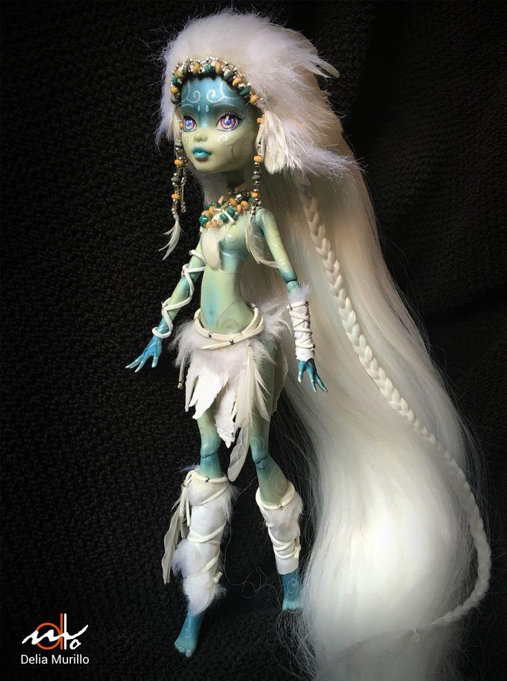 Mi primera creación para la venta, La sacerdotisa Kyune. Precioso y dulce Ooak a partir de la muñeca Frankie Stein (monster high). A la venta en Ebay