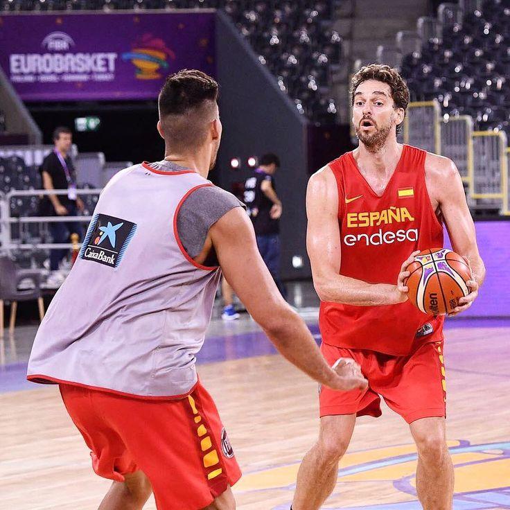Primer entrenamiento en la pista de juego! Menos de dos días para empezar!!! #ClujNapoca #Eurobasket2017 #SomosEquipo  First practice in #ClujNapoca!! Less than 2 days to begin competing!!! #Eurobasket @fiba