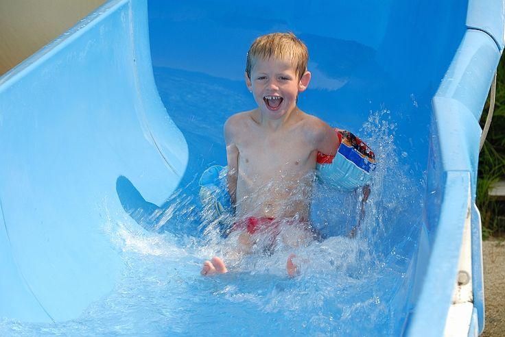 Le parc aquatique du domaine la Yole, plus de 1000m² d'eau: toboggans, et bains à remous, pataugeoire ludique et jeux d'eau pour les plus petits.