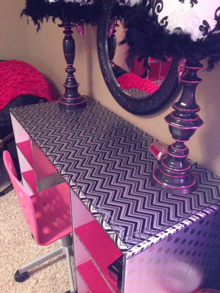 Teen room: pink and black desk or vanity makeover