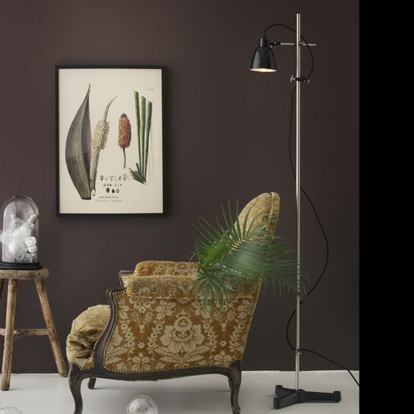 MEITNER Industrial floor lamp with black metal pendant in cobber or brass. All components are original lab-equipment and have the flexibility and solid quality that characterizes lab-equipment.Contains: Black cast iron base: Ø380 Chrom center rod: ø16 × 1600 3 pcs. bosshead 1 pc. tripod clamp Metal pendant, black painted exterior: choose between copper or brass Fabric cable with switch, 3 meters Comes in a gift box  CE approved  www.kemikaze.dk  Picture credits: Eckmannstudio