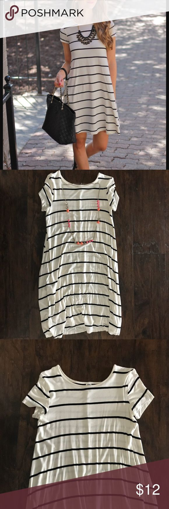 Old Navy Women's Striped Short Sleeve Swing Dress Darling Old Navy Swing Dress. Can dress up or down, depending on accessories. Necklace not included. Old Navy Dresses