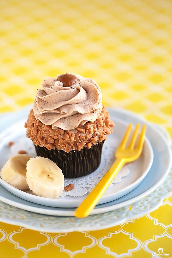 Moist and tender banana cupcakes bursting with banana flavor, without being gummyor dense! Pipable and not too sweet browned butter cinnamon cream cheese frosting, makes them extra special. This will most likely become your go-to banana cake recipe! I'm going bananas for bananas lately! So much so that my husband so innocently asked me if...Read More »