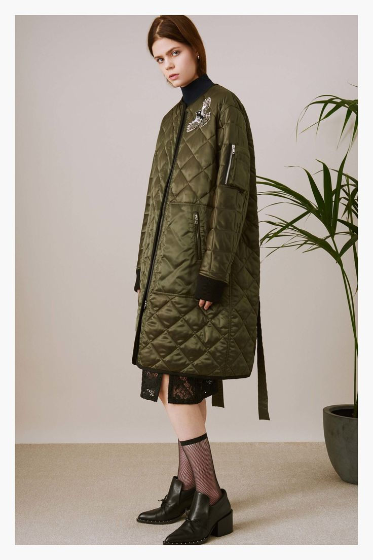 Oversize bombers and oversize thermals✨Markus Lupfer Pre-Fall 2017 Collection Photos - Vogue
