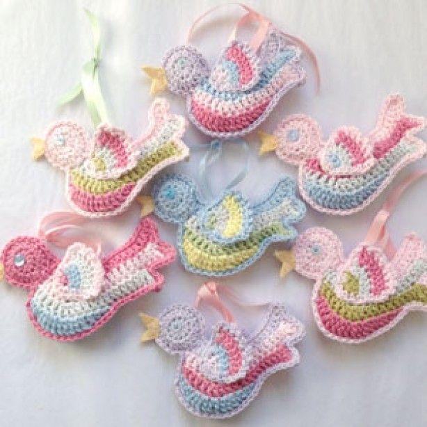 Lieve vogeltjes haken...mét gratis patroon! http://rubyandcustard.com/free-stuff/crochet-bird-free-pattern/