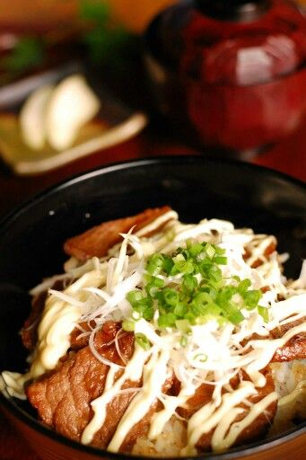 鳥王 あか牛トロロ丼&変わり焼き肉丼―南小国の食べ物―
