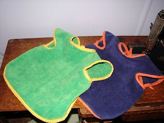 All you need are basic sewing skills and a towel to make the best bibs for toddlers or babies learning to feed themselves. Soaks up spills, fits well, and cu