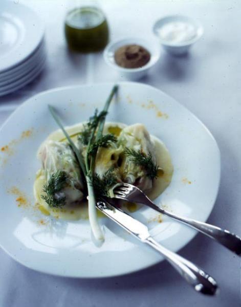Όταν ο άρχοντας της κουζίνας Λευτέρης Λαζάρου μαγειρεύει λαχανοντολμάδες με κιμά, αβγολέμονο και κρόκο!