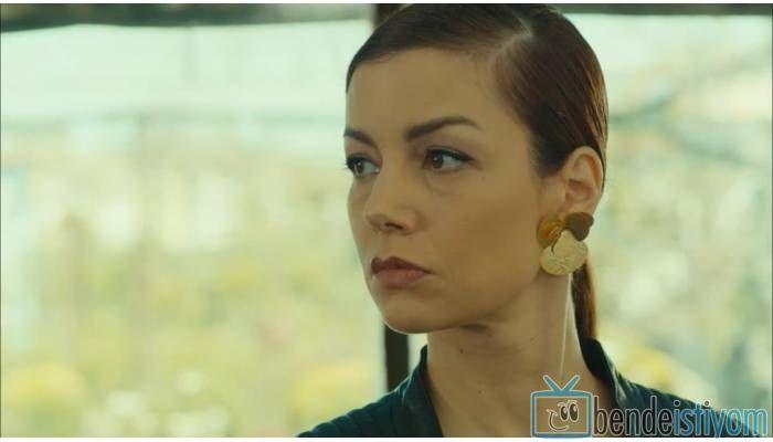 Star TV yayınlanan Medcezir dizisinde  Sedef Kaya karakterini canlandıran Defne Kayalar'ın 26.  bölümünde giydiği çiçek küpesi http://bdi.im/2g