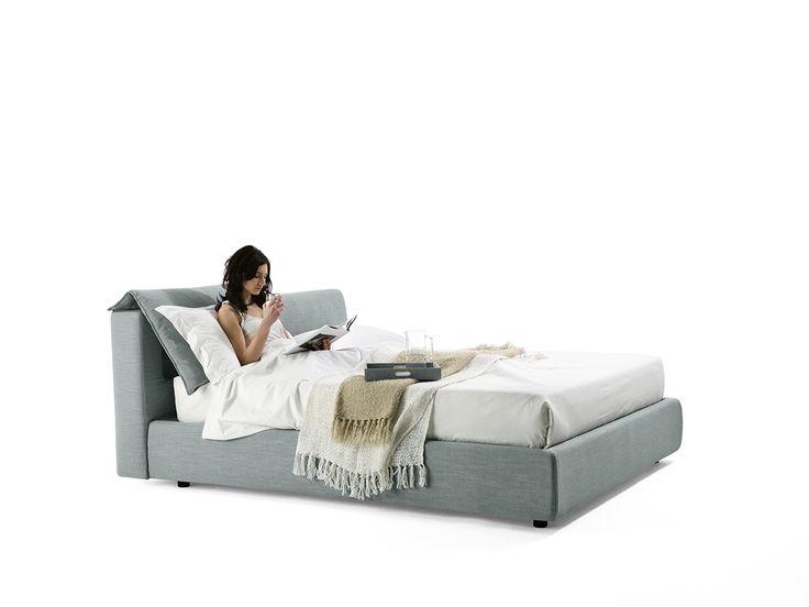 Il cuscino dello schienale è regolabile per consentire una comoda posizione di lettura. The beck cushion is adjustable allowing a comfortable reading position. #totalrelax #bed #homeDecor #bontempilettidesign #white #grey #kos #top #lux