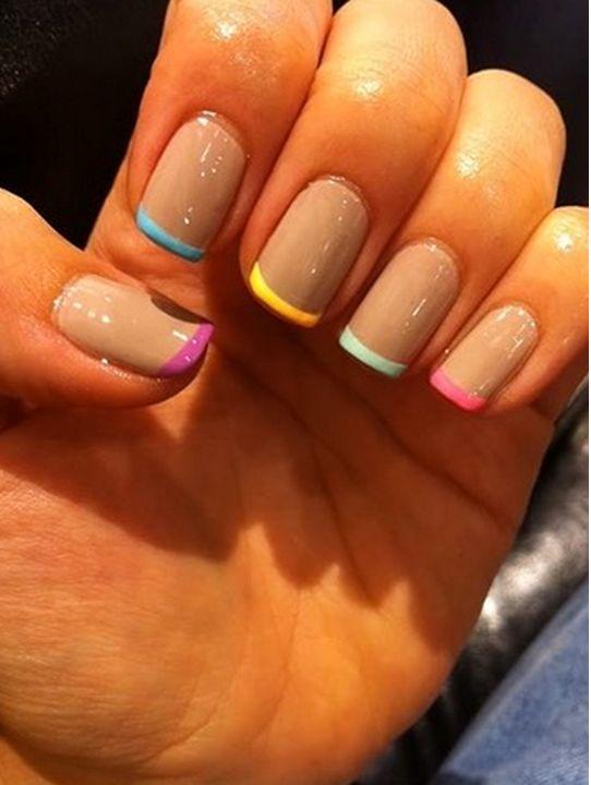 Unha colorida - Nail art - Francesinha Colorida - Francesinha - Cada Uma de Uma Cor