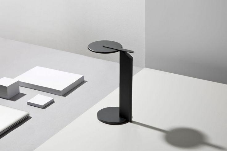 Nod Light — современная лампа немецкого дизайнера Саймона Фрамбаха (Simon Frambach). Этот светильник сразу запоминается не только своим дизайном, но также уникальной функциональностью и необычной эстетикой.