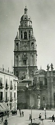 Catedral de Murcia, via Fotos Antiguas de Murcia   https://www.facebook.com/pages/Fotos-Antiguas-de-Murcia/266531795599