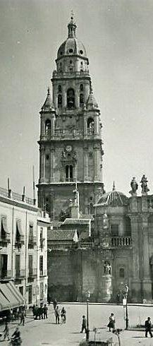 Catedral de Murcia, via Fotos Antiguas de Murcia   https://www.facebook.com/pages/Fotos-Antiguas-de-Murcia/266531795599