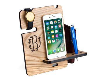 Station d'accueil pour hommes, 7 pour Iphone, Galaxy Note, mens cadeau, cadeau pour petit ami, montre et portefeuille mens organisateur de bureau en bois personnalisé