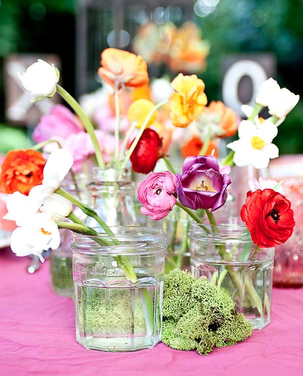 I love how simple these centerpieces are! Wedding centerpieces are usually too over the top and not worth it to me.