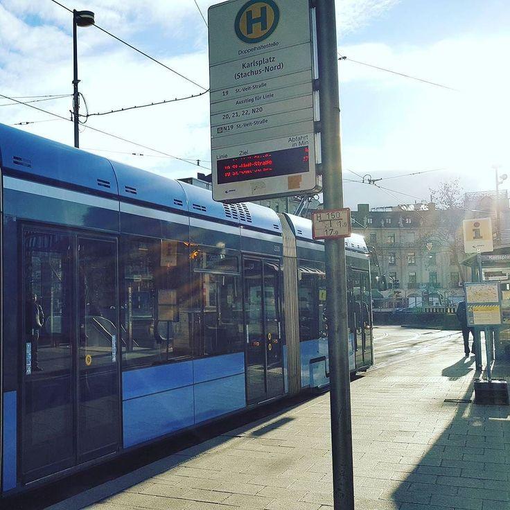 Die Morgensonne glitzert am Stachus. Der März fängt schon mal gut an.  #tram #stachus #munich #münchen #sonne #sun #somethingblue #fmsphotoaday #fms_somethingblue