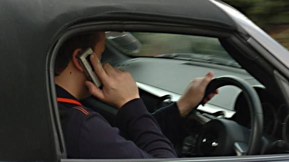 The government wants to block your mobile phone signal while youre driving Read more Technology News Here --> http://digitaltechnologynews.com  Tempted to make a phone call while driving? Well in the near future you won't even be able to use your phone behind the wheel  at least in Britain.   SEE ALSO: India's Paytm announces toll-free mobile number to serve offline users  A new technology to block mobile signal for drivers is being considered by the Department of Transport to crack down on…