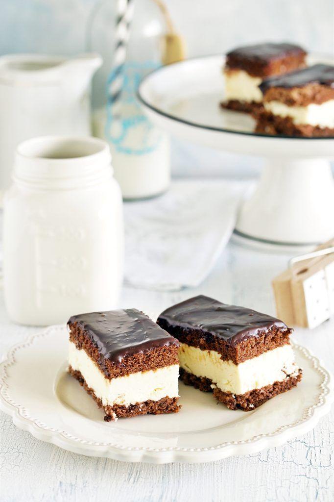 Mleczna kanapka - Ciastecznik. Delikatny biszkopt kakaowy z kremem.
