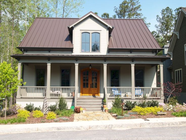 Awesome 57 Exterior Paint Colors For House With Brown Roof. More at https://trendecor.co/2017/10/28/57-exterior-paint-colors-house-brown-roof/