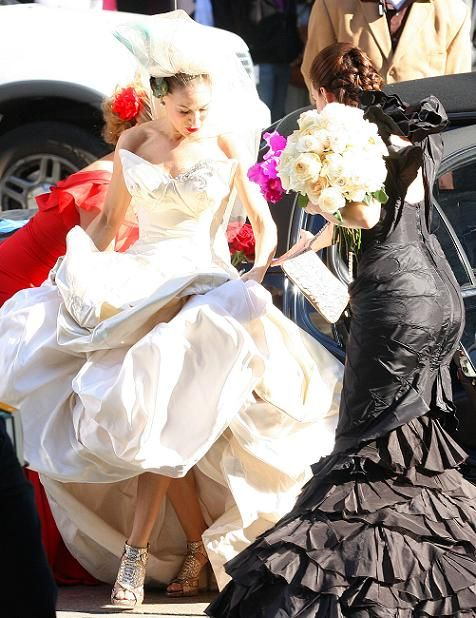 Charlotte Helping Carrie With Her Wedding Dress Awesome Shoes