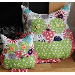 Owl cushions mini and maxi shown here in Riley Blake\u0027s Gracie Girl collection. Owl CushionOwl PillowsAnimal PillowsOwl PatternsSewing ... & 73 best Our Free Sewing Patterns and Tutorials images on Pinterest ... pillowsntoast.com