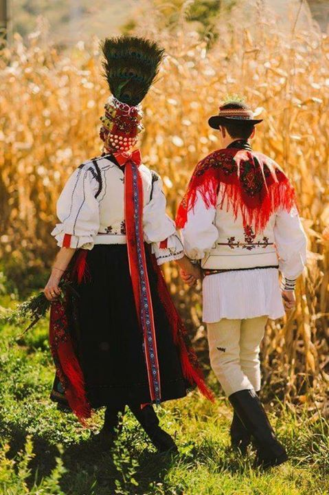 Romanian couple wearing traditional costumes. www.haisitu.ro
