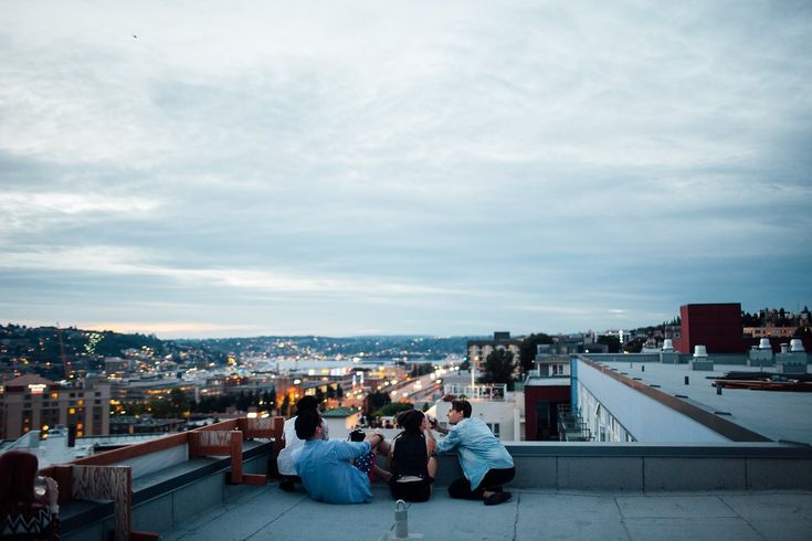 purifiant: jakfruit: My friends all lined up on the roof, just minutes before Seattle's annual firework show. yesss my city