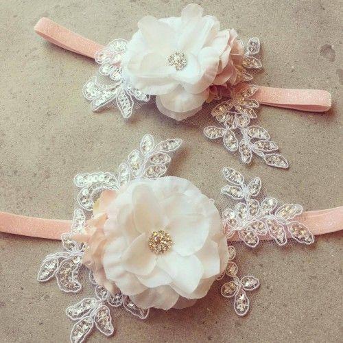 """""""Astrid"""" Lyserødt frostet hårbånd med smuk blonde applikation og blomster"""