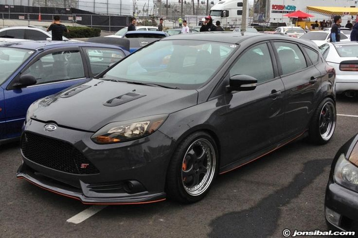 Grey Ford Focus St Mk3 With Red Elements Ford Focus St