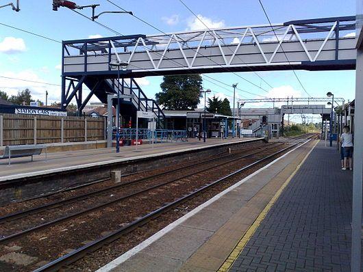 Cheshunt station 2008.jpg