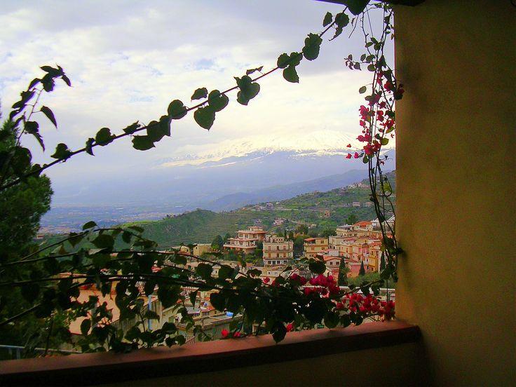 https://flic.kr/s/aHsiUpMrPv   Colors of Sicily Sizilien Sicilia   www.ullaegino.it Insel der 1000 Farben und der 100 Gesichter, es gibt verschiedene Sizilien, jeder sollte sein eigenes Sizilien entdecken. Sizilien ist zu jeder Zeit eine Reise wert. Ferienwohnung in Sizilien idealer Ausgangspunkt um Sizilien zu entdecken. http://terrasini.siracasa.de