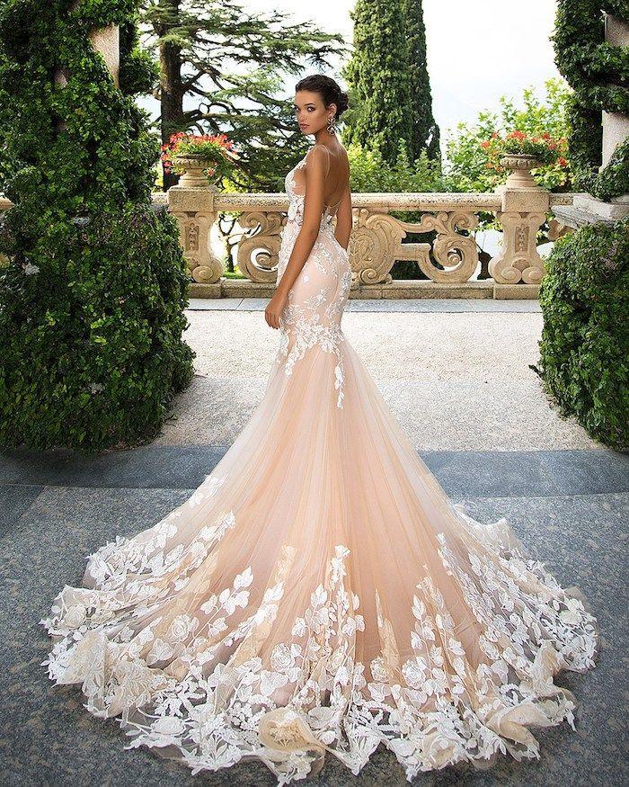 803540f47957 hochzeitskleid in creme mit weißer spitze, meerjungfrauenkleid,  hochsteckfrisur