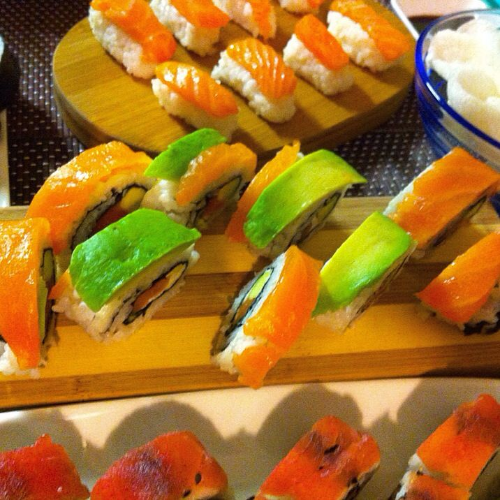 Eat in SUSHI color!