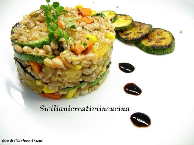 secondo vegetariano freddo veloce  | Insalata vegetariana di farro con zucchine alla griglia | SICILIANI ...