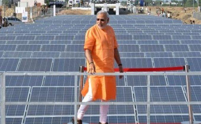 Hindistan'ın Tamil Nadu bölgesinde uzun zamandır yapımı devam eden dünyanın en büyük güneş santrali çalışmaya başladı. Adani Green Energy