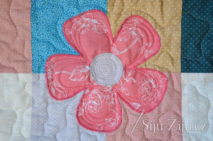 Longarm quilting by Jana Beckova - Applique flowers   Šiju-Žiju.cz