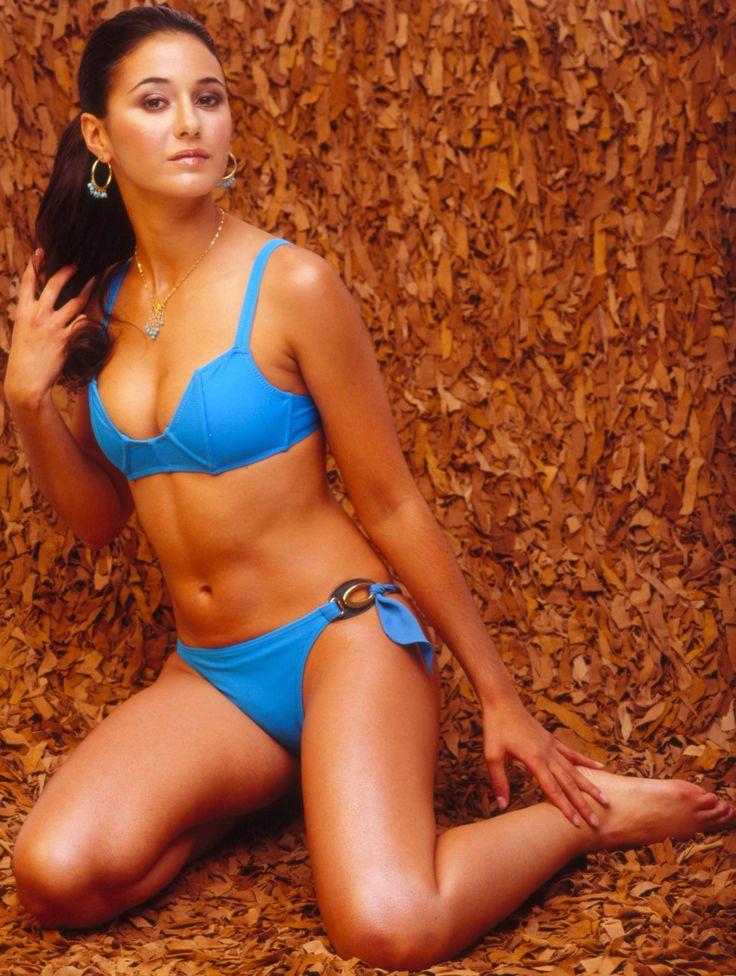 Topless Nude Emmanuele Chriqui Pic