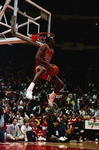 ★ Sports Basketball NBA Michael Jordan about to do reverse jam.