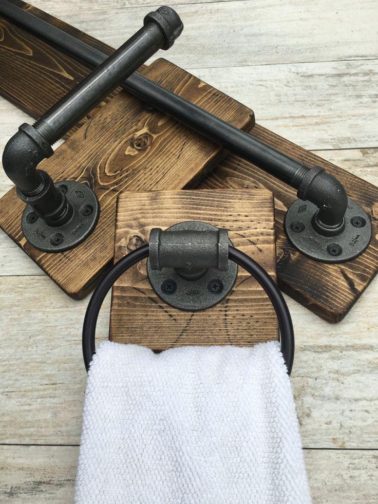 Juego de baño industrial, rústico de 3    DESCRIPCIONES: Este sistema de baño rústico industrial incluye toallero de baño, sostenedor de papel higiénico y un anillo de toalla de mano. Industrial, rústico hermoso juego de 3. Hará que tu cuarto de baño excelente y uno de una clase. La madera es personalizado mano apenada. No hay dos piezas son iguales.  Es una gran pieza para cualquier casa. Nuevo y moderno o viejo con carácter. ¿Tienes una casa de playa o de vacaciones? Le dará un montón de…