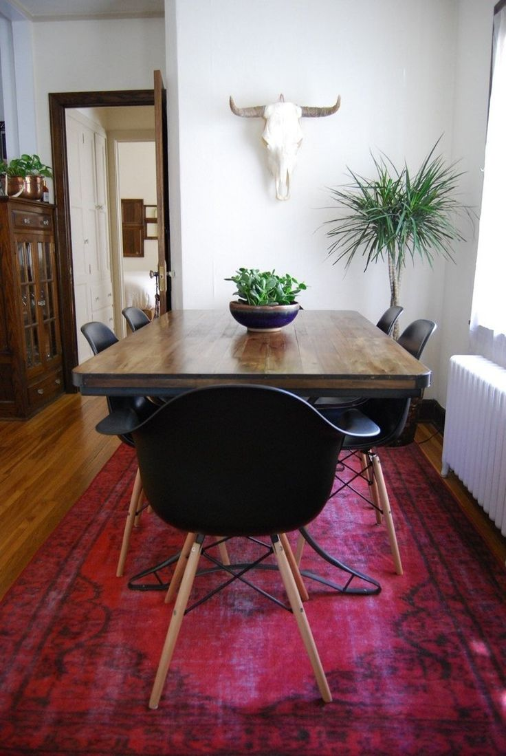 Julie's Northwoods-Meets-Art Deco Apartment in Minneapolis i really like this rug with the black.