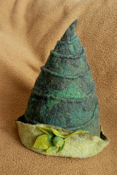 Handmade felt hat. I want to be an elf for Halloween!  #Felt # Hat