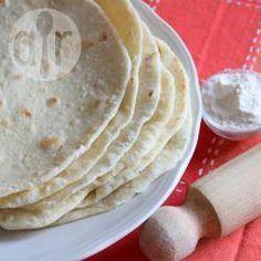 Piadina (pão italiano de frigideira) @ allrecipes.com.br - A piadina é um pão achatado, que parece uma panqueca. Tradicionalmente é servido na Itália com presunto cru, queijo crescenza e rúcula.