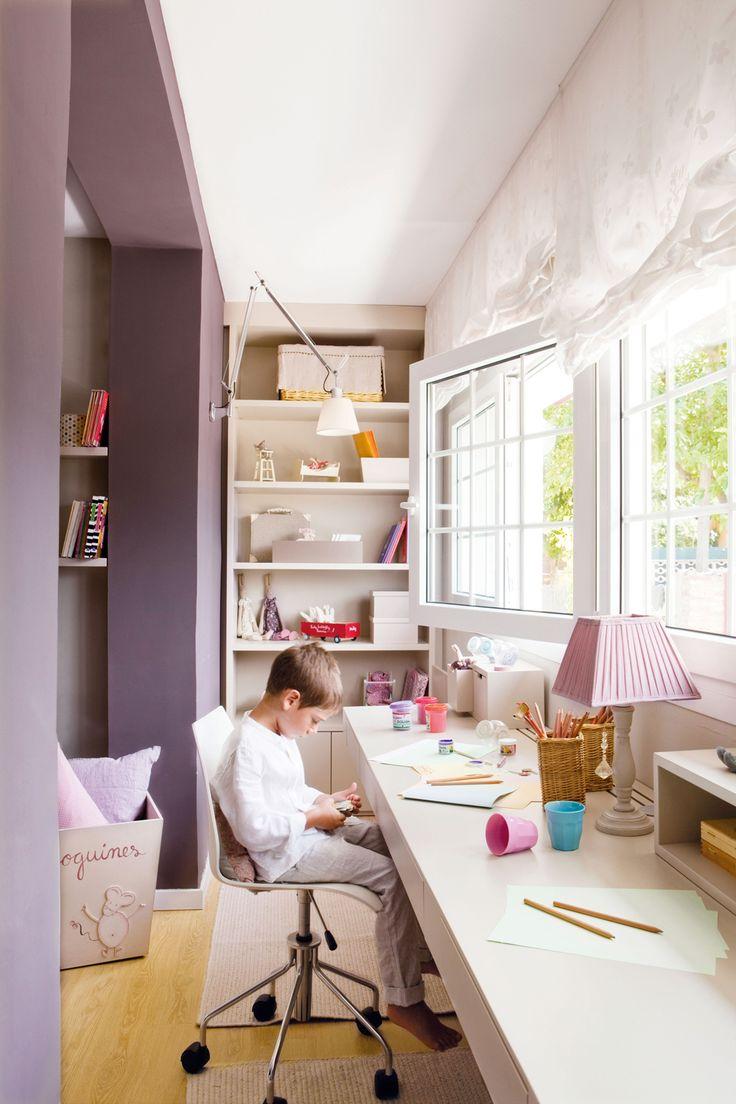 00320613. 00320613 Galería convertida en estudio infantil, en lila.