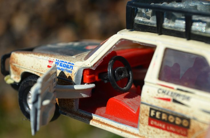 Nedskalad: Corgi s 1/32 skala Mercedes-Benz 240D rallybil   Ran När Parkerade