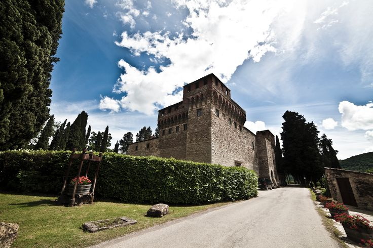 Slottet hvor vielsen holder sted. Slottsbryllup i Toscana.  www.italienskebryllup.no