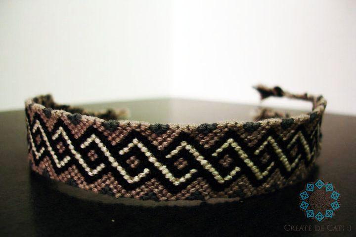 Friendship bracelet - wavy pattern