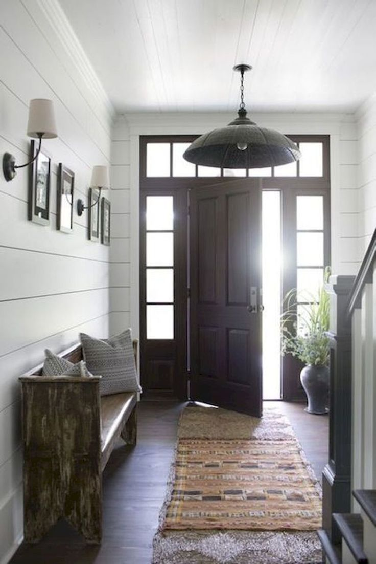 Stunning Farmhouse Entryway Decorating Ideas (10)